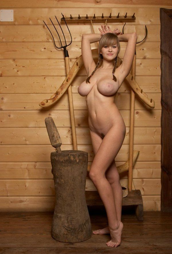 Russian beauty shows her natural forms - 02