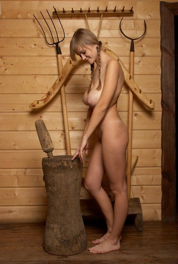 Russian beauty shows her natural forms - 03