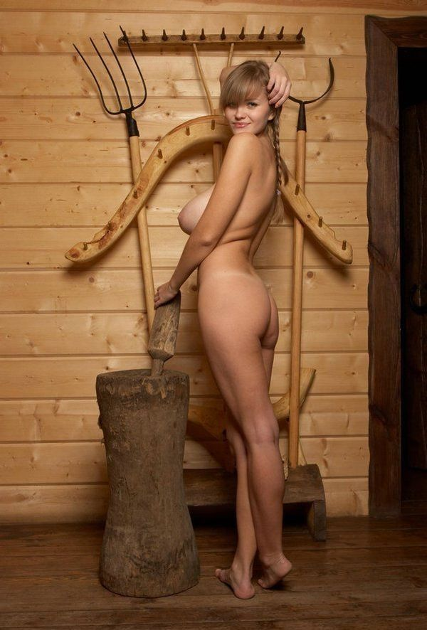 Russian beauty shows her natural forms - 04