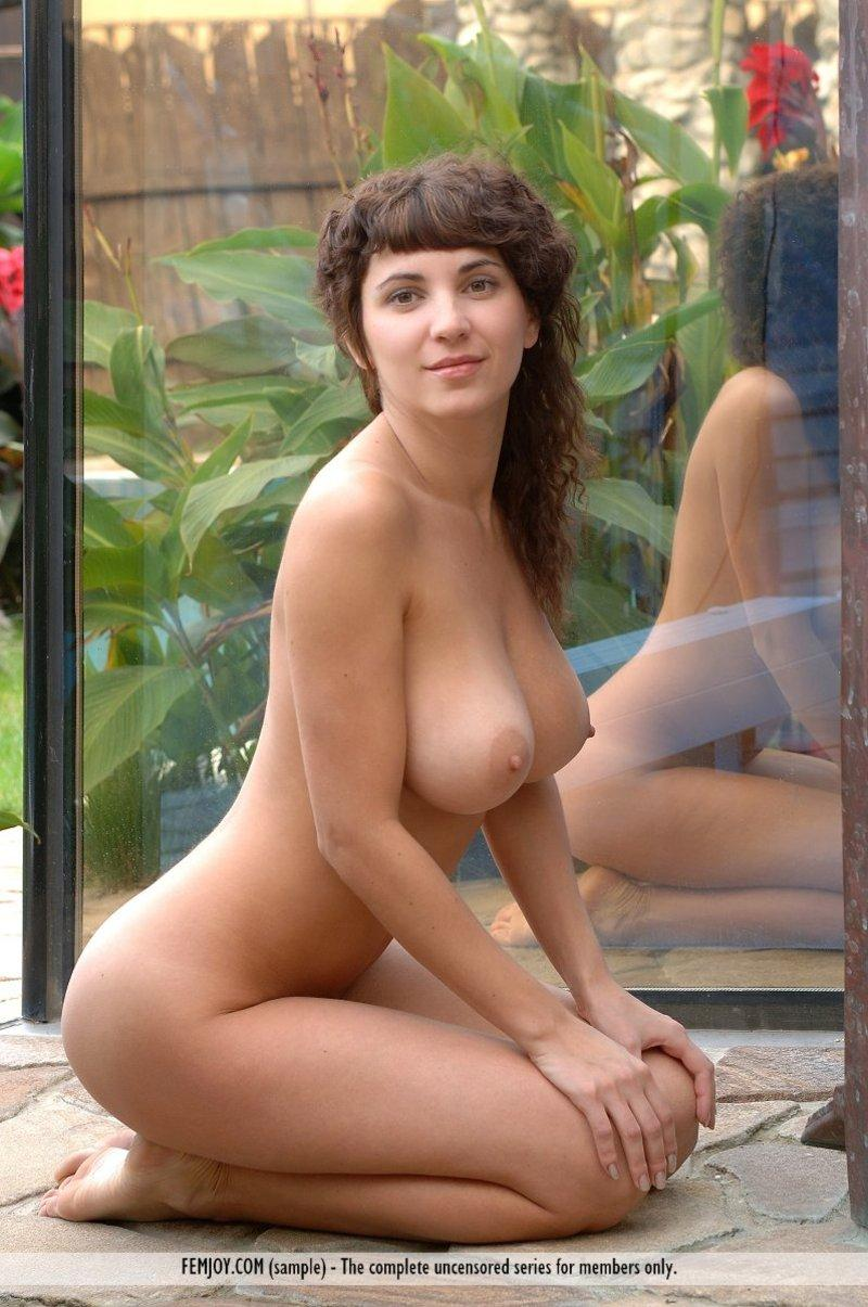 Big natural titted girl posing nude in the garden - 2