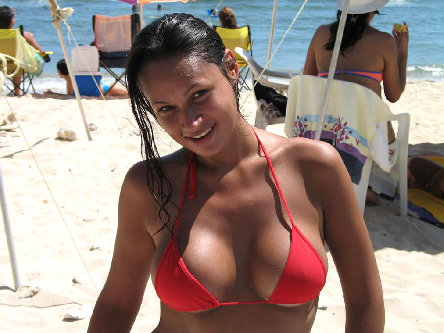 Amateurs Young Girl at the Beach in Bikini - 32
