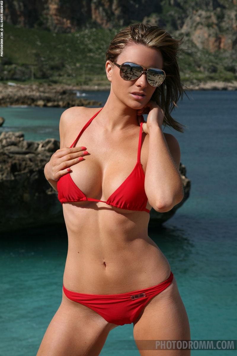 Beautiful Jennas red bikini - 1