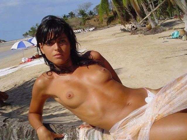Beach topless - 11