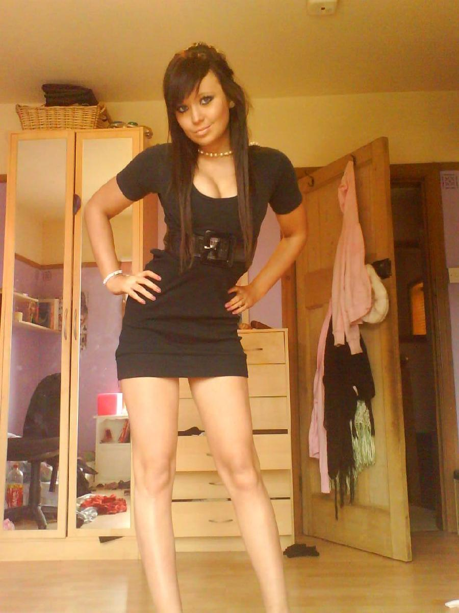 Amateur teen shows her hot body - 9