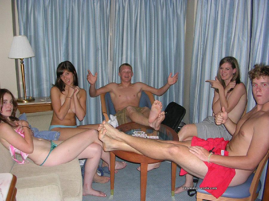 Amateurs girls playing strip poker - 17