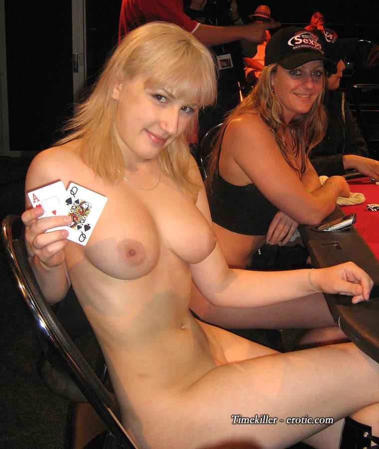Amateurs girls playing strip poker - 21
