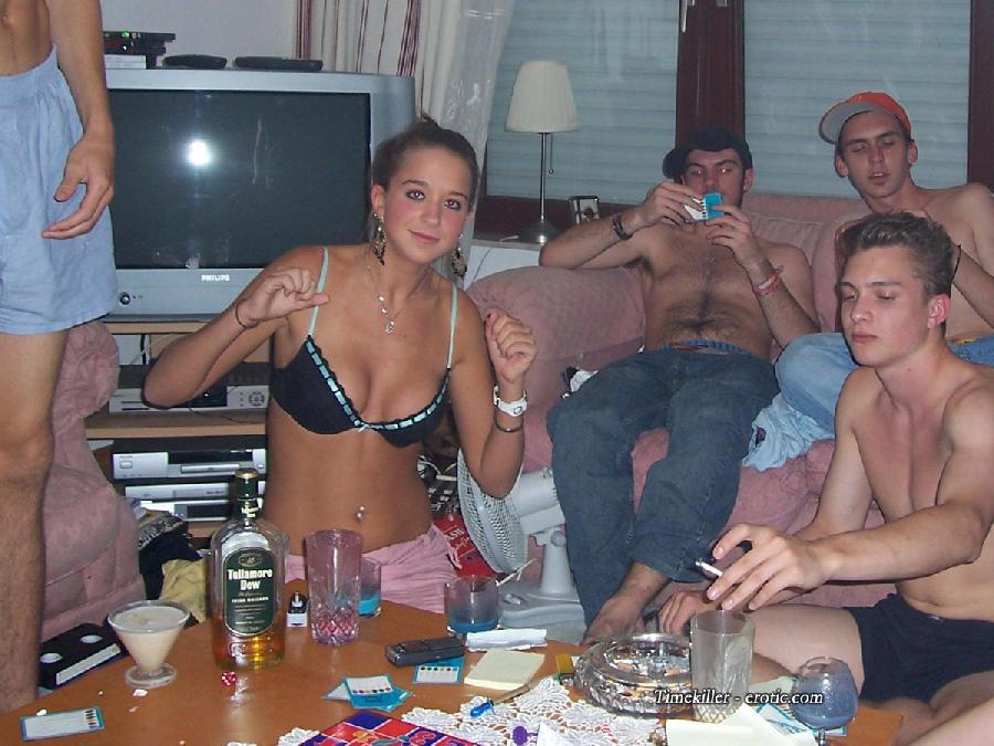Amateurs girls playing strip poker - 33