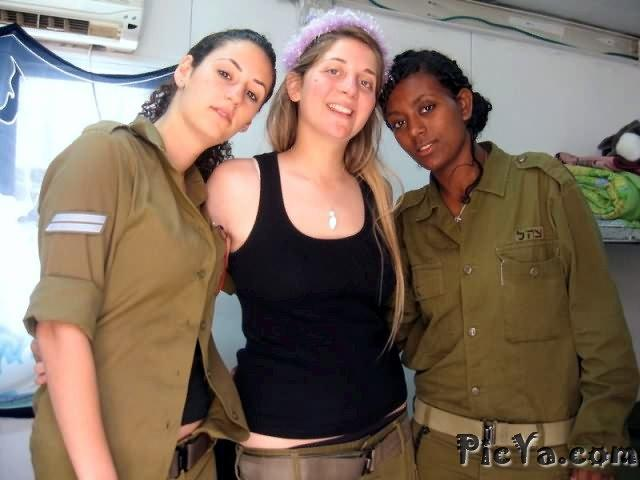 Beautiful female soldiers from Israel - 25