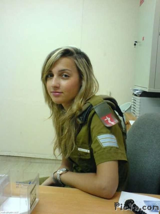 Beautiful female soldiers from Israel - 33