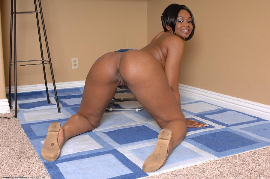 Black girl with firm ass - 10